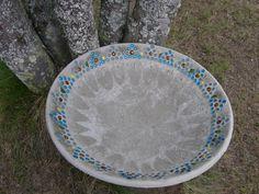 Varjoyrtin garden: Mosaic-concrete drinking fountain