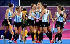 Londres 2012   Las Leonas golearon a Sudáfrica en su primer partido en los JJOO (Foto: Cadena3)   Leé la nota completa en http://www.pilarenlaweb.com.ar/2012/07/londres-2012-las-leonas-golearon.html