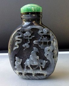 Very Rare Black and White Jade Carving Snuff Bottle