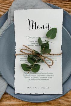 Wedding Style Shooting wedding table menu Wedding Planner: One Day Photographer: Hannah & René Make-up Artist: MINI Make-up Artist Wedding Shoot, Wedding Table, Mousse, Wedding Styles, Wedding Planner, Menu, Artist, Green, How To Make