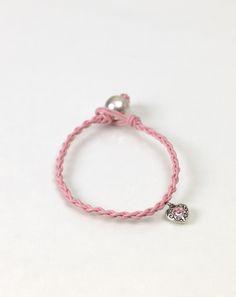 Rund geflochtenes Armband - Wenn man mit vier Strängen flechtet, erhält man ein rundes Band.