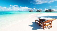 Una vacanza alle Maldive è il sogno di chi ama il mare, la sabbia finissima e lente giornate trascorse in spiaggia, dall'alba al tramonto. Ma una vacanza alle Maldive è anche tanto altro. Scopriamolo …