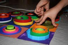 Kandinsky Lid Art Do-It-Yourself Ideas Recycled Art Recycled Plastic Art Kandinsky, Kandinsky For Kids, Kindergarten Art, Preschool Art, Artists For Kids, Art For Kids, Art Montessori, Montessori Elementary, Recycled Art Projects