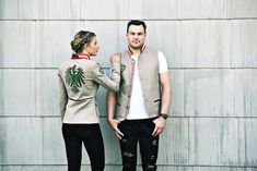 "Jacke Leinen ""Safari"" - Mirabell Plummer Safari, Couple Photos, Couples, Mandarin Collar, Linen Fabric, Scale Model, Red, Jackets, Couple Pics"