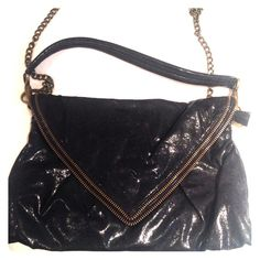 Matt & Nat gorgeous black bag! Amazing bag and  authentic! Easy to use and carry. Soft material and color is black. Matt & Nat Bags