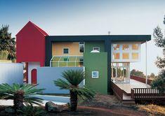 Вилла Эдриана иЛесли Олабуенага (1989–1997) на острове Мауи удивительно похожа на игрушечный домик изконструктора Lego.