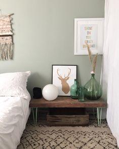 Dans la  chambre couleur vert de gris