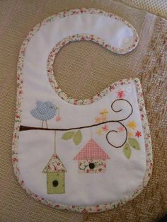 Patchwork bebe ideas kids 51 new Ideas Baby Sewing Projects, Sewing For Kids, Sewing Crafts, Baby Bibs Patterns, Sewing Patterns, Bib Pattern, Patchwork Baby, Heirloom Sewing, Baby Kind