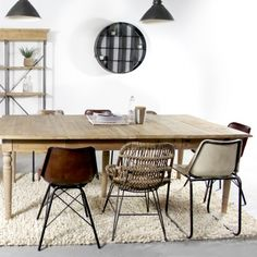 Brown rattan chair with metal legs Metal Dining Chairs, Dining Table, Dining Room, Home Living Room, Living Room Decor, Kitchen Furniture, Furniture Design, Furniture Chairs, Sofa Lounge