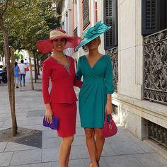 "Conchita Saiz on Instagram: ""Dos invitadas de mañana ideales! #invitadaperfecta#invitadideal#invitada#conchitasaiz#bygitano"" Modest Dresses, Summer Dresses, Races Outfit, Royal Clothing, Stylish Hats, Wedding Hats, Girl Fashion, Womens Fashion, The Dress"