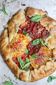 A recipe for an heirloom tomato galette with mascarpone cheese, hazelnuts and fresh herbs. Quiches, Vegetarian Recipes, Healthy Recipes, Healthy Eats, Savory Tart, Heirloom Tomatoes, Mascarpone Cheese, Fresh Herbs, Summer Recipes