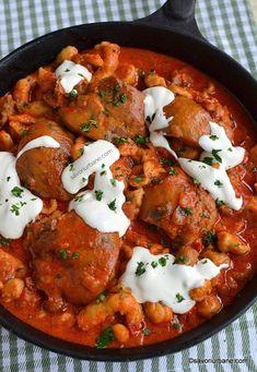Papricaș de pui cu smântână și găluște - rețeta ardelenească de familie | Savori Urbane Top Recipes, Beef Recipes, Tandoori Chicken, Poultry, Food Videos, Lamb, Deserts, Curry, Food And Drink