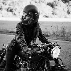 Just a girl & her bike - Cafe Racer - Motorrad Lady Biker, Biker Girl, Chicks On Bikes, Mode Rock, Bike Photoshoot, Cafe Racer Girl, Cafe Racer Motorcycle, Motorcycle Jackets, Women Motorcycle