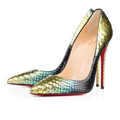 Stiletto de cuero labrado, metalizado. By Christian Louboutin