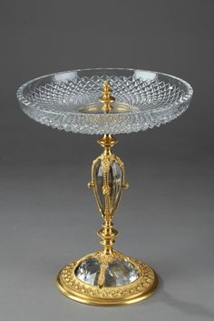 century cut crystal and gilt bronze dish in Renaissance taste. The circular cup is decorated with cut-diamond patterns. It is set on a baluster-shaped stem that is embellished with gilt bronze pearls and floral motifs. Very good vintage condition. Vases, Vase Centerpieces, Bronze, Vase Cristal, Cut Glass Vase, Wall Clock Online, Antique Perfume Bottles, Antiques Online, Wooden Clock