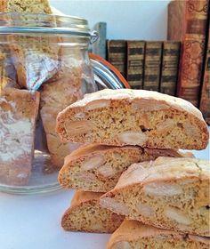 Los Cantuccini o los Biscotti di Prato son unas galletas crocantes típicas de la región de la Toscana, concretamente de la provincia de Prato.Es un biscote seco de almendra que se obtiene sacando del horno el pastel obtenido para cortarlo en rebanadas de aproximadamente 1cm (en caliente), y acabando de cocer a continuación los trozos …