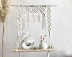 Macrame Design, Macrame Art, Macrame Knots, Macrame Wall Hanging Patterns, Macrame Patterns, Diy Crafts For Home Decor, Macrame Tutorial, Plateau Design, Cd Diy