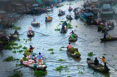 Croisière sur le Mékong RV Pandaw de luxe de Saigon à Siem Reap En 2003, avec Mekong Pandaw, Nous avons été le premier bateau à tenter ce voyage extraordinaire dans son ensemble complexe de surmonter les obstacles bureaucratiques et de navigation. Nous avons apporté la première impression 2004 Pandaw III rebaptisé le Tonle Pandaw sur le Myanmar à rejoindre le Mékong Pandaw. Les deux Pandaws explorer deux pays, deux cultures et deux modes de vie liés par un grand fleuve. Il s'agit de la seule…
