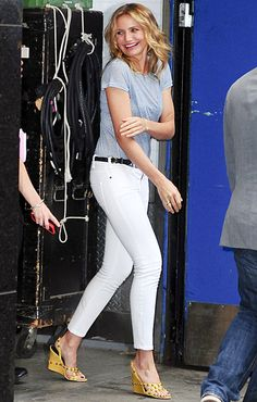 So classic! Only Cameron Diaz can make jeans and a t-shirt look this good. She rocked the laid-back look when she stopped by Good Morning America in NYC.