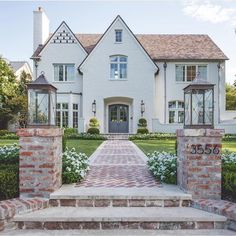 Sharing some before + after a today on beckiowens.com!! Head to the blog for details. 💙💙 love this @insieme_house… Brick Walkway, Brick Porch, Front Porch, Dream House Exterior, House Goals, Exterior Design, Exterior Homes, Stucco Exterior, Exterior Colors