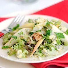 Salade d'endives au bleu, poires et noix
