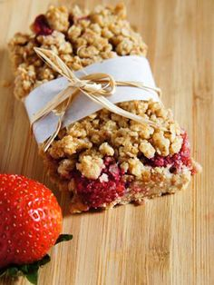 Ingredients1 cup old fashioned rolled oats (or gluten free rolled oats)½ cup almond meal¼ cup coconut flour3 tbsp. cane sugar¼ tsp. lemon juice¼ tsp. vanilla extract6 dates4 tbsp. coconut oil2 cup fresh fresh strawberries 				 			2 tsp. corn starch or arrowroot3 tsp. agave or maple syrup1 tsp. vanilla extract