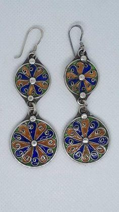 Cauta? i femeia Kabyle Intalnirea femeii portugheze