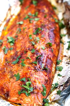 Chili-Lime Baked Salmon in Foil - This recipe takes less than 30 minutes and is perfect for weeknight dinners bakedsalmon salmoninfoil bakedfish Salmon Dishes, Seafood Dishes, Seafood Recipes, New Recipes, Vegetarian Recipes, Dinner Recipes, Cooking Recipes, Healthy Recipes, Dinner Ideas