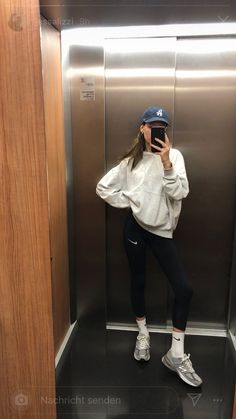 The Effective Pictures We Offer You About chill outfits to go out A quality picture can tell you man Mode Outfits, Sport Outfits, Casual Outfits, Fashion Outfits, Womens Fashion, Chill Outfits, Lounge Outfit, Looks Style, Looks Cool