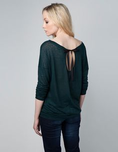Bershka Serbia - Bershka T-Shirt with Back Bow
