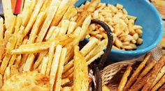 Palitos de queso y semillas Salad Bar, Macaroni And Cheese, Sandwiches, Ethnic Recipes, Salsa, Food, Youtube, Gourmet, Cheese Straws