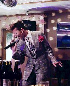 hangover g dragon  psy video. OMG, it's G-Dragon...