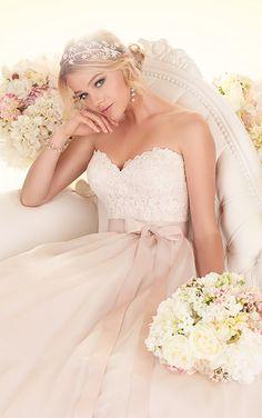 Ball gown wedding dress//