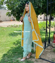 Embroidery Suits Punjabi, Embroidery Suits Design, Embroidery Fashion, Lace Embroidery, Punjabi Suits Designer Boutique, Boutique Suits, Salwar Designs, Kurti Designs Party Wear, Indian Suits