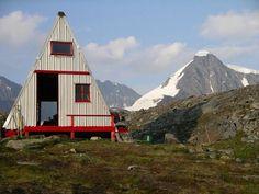 Scandinavian Peaks Hut on the Matanuska Glacier in the Chugach Mountains, Alaska via if I had a cabin... / The Green Life <3