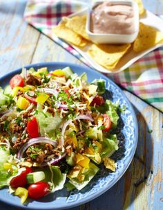 Nacho salad with beef - pirkka. Nacho Salat, My Cookbook, Fodmap Recipes, Nachos, I Love Food, Cobb Salad, Healthy Lifestyle, Bakery, Food And Drink