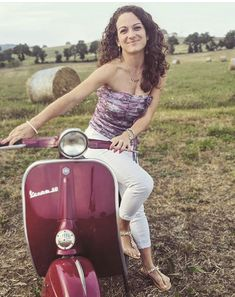 Piaggio Scooter, Scooter Motorcycle, Vespa Lambretta, Vespa Scooters, Italian Scooter, Scooter Design, Vespa Girl, Classy Women, Mopeds