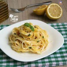 Un primo piatto semplice e veloce pronto in meno di 20 minuti queste tagliatelle al limone, cremose e molto saporite, ottime se avete ospiti improvvisi !