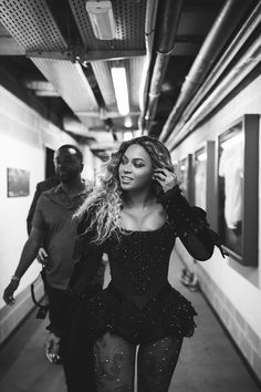 Find and save the latest hits and photos of your Queen: Beyonce Knowles. Estilo Beyonce, Beyonce Style, Rihanna, Beyonce Knowles Carter, Beyonce And Jay Z, Lady Gaga, The Formation World Tour, Blue Ivy Carter, Body Shaming