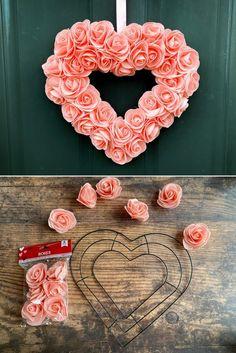 Valentine Day Wreaths, Valentines Day Decorations, Valentine Day Crafts, Holiday Crafts, Diy Christmas, Christmas Wreaths, Valentines Hearts, Valentines Flowers, Valentine Tree