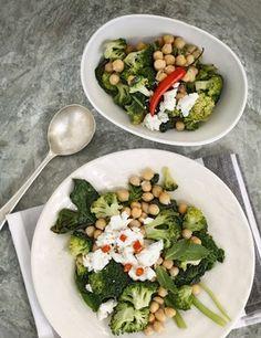 Ensalada garbanzos, queso y verduras