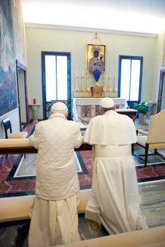 Las imagenes del encuentro entre el Papa Francisco y Benedicto XVI