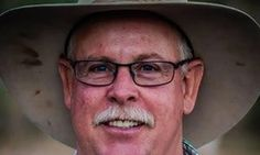 Farmers join fight against Adani coalmine over environmental concerns  More than 2,000 farmers and agriculture leaders express concern proposed Carmichael coalmine could affect groundwater, biodiversity and climate change
