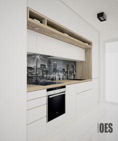 #białąkuchnia jasna zabudowa kuchni z elementami drewna, szkło z nadrukiem nad blatem w kuchni