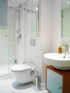 Distribución lineal de un cuarto de baño Close