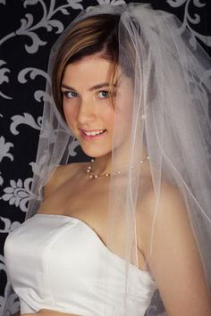 A wedding haircut is not the same without a shroud. As an issue, you will constantly need your hairdo to look shocking. Hair Styles 2016, Medium Hair Styles, Short Hair Styles, Hairdo Wedding, Short Wedding Hair, Wedding Veils, Wedding Dresses, Veil Hairstyles, Wedding Hairstyles With Veil