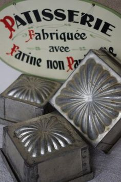 Vintage French patisserie molds, from Sur 1 air de brocante. Vintage Baking, Vintage Tins, Vintage Love, Vintage Kitchen, French Vintage, Vintage Antiques, Vintage Metal, Vintage Decor, Vintage Silver
