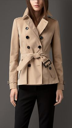 Shop the latest womenswear from Burberry including seasonal trench coats, leather jackets, dresses, denim and skirts. Trench Coats, Classic Trench Coat, Trench Jacket, Burberry Trench, Fur Jacket, Burberry Brit, Trenchcoat Style, Cute Coats, Lookbook