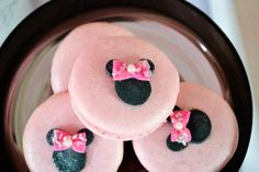 Minnie Mouse Ice Cream Party: Minnie macarons