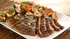 A delicious steak with a side of fresh and flavorful vegetables in around 30 minutes. Grilling Recipes, Beef Recipes, Healthy Recipes, Healthy Food, Recipies, Vegetable Dishes, Vegetable Recipes, Teriyaki Steak, Food Network Canada
